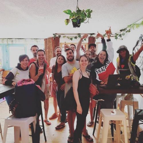 amigos-compartir-viajar-sneuu-surf-surftrip-bali