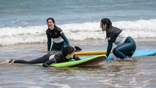 Surf en femenino.Yoga